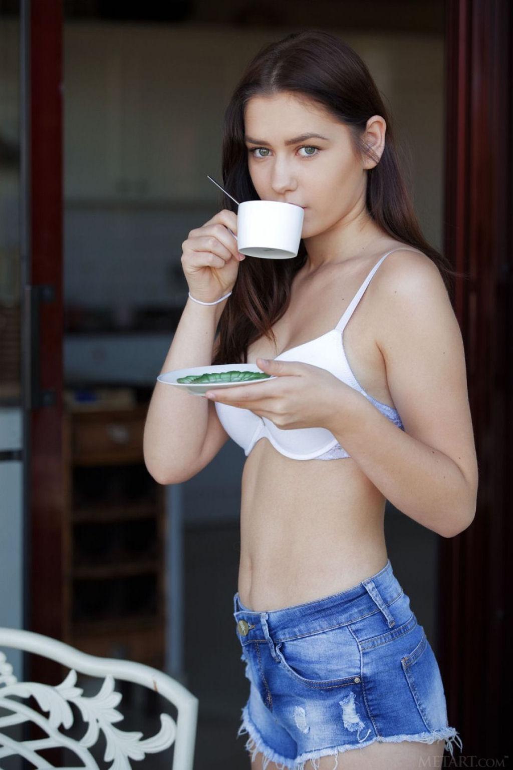 Kacy e o cappuccino 01